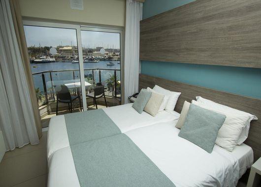 imagen del hotel The Strand Hotel & Suites