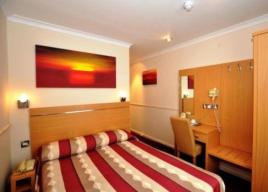 imagen del hotel Queens Park Hotel